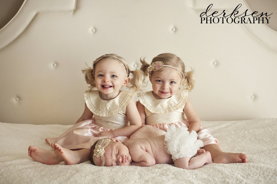 Newborn And Sibling Christmas Picture Ideas